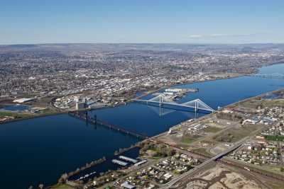 The Columbia River separates the cities of Kennewick and Pasco in southeastern Washington state